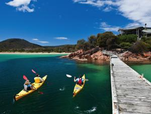 Kayaking at Freycinet Lodge Tasmania